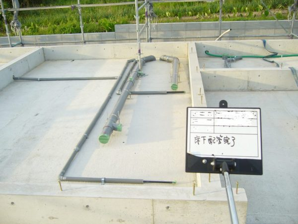 床下の設備配管