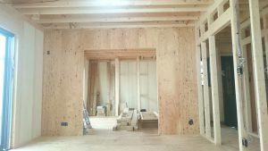今建設中の建物です