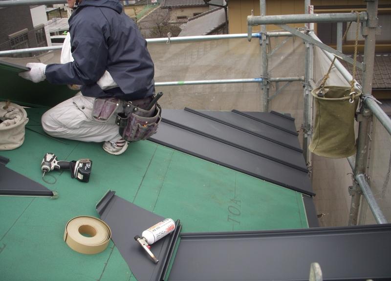 防水シートで雨漏り対策もバッチリです!!