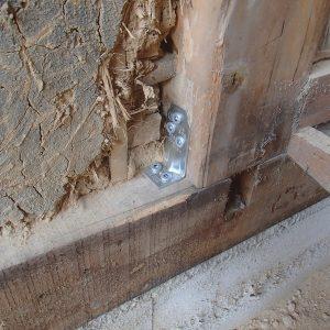 柱と土台金物補強