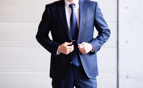 栄和興産ではスーツ着用禁止?