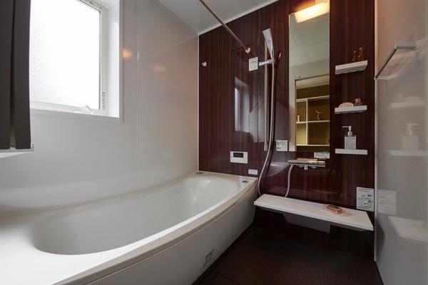 【家づくりノウハウ】バスルームに窓は必要?