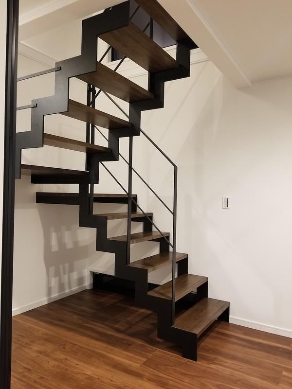 【家づくりコラム】流行中のスケルトン階段!メリットとデメリット